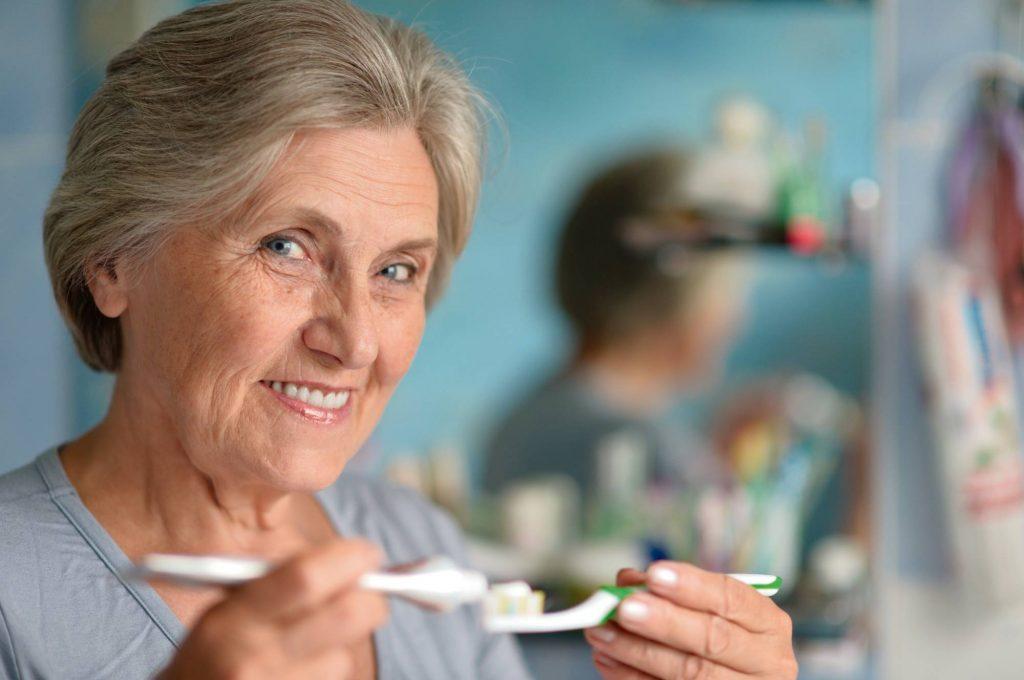 5.Higiene-bucal-en-personas-mayores